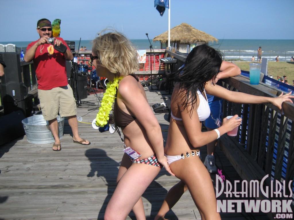 Bikini Booty Shake Girls
